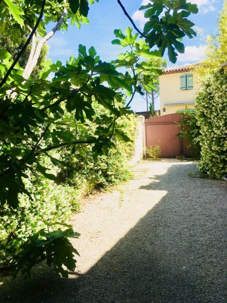 Courtyard Location Apartment 111513 Aix en Provence