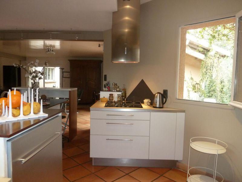 Open-plan kitchen Location Villa 112551 Nîmes