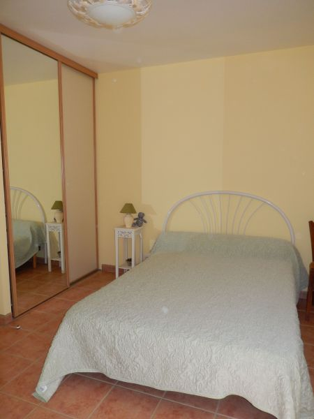 bedroom Location Self-catering property 101257 Sainte-Cécile-les-Vignes