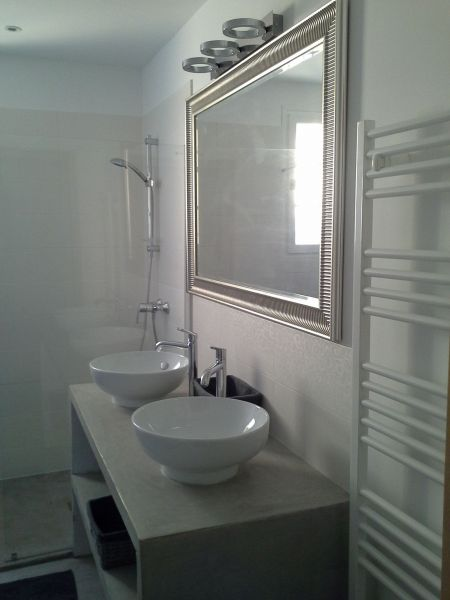 bathroom Location House 100544 Roussillon