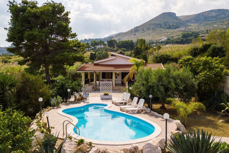 Hall Location Villa 117032 Scopello