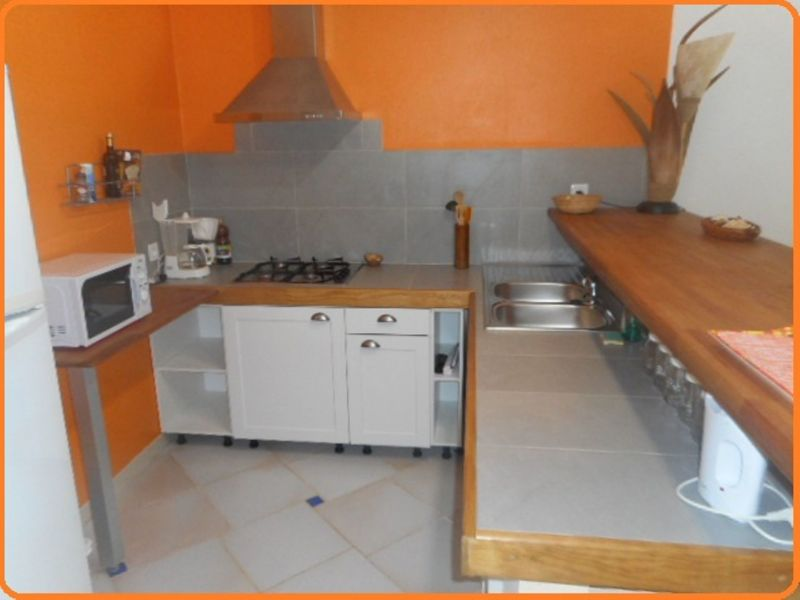 Open-plan kitchen Location Self-catering property 71841 Sainte Anne (Guadeloupe)