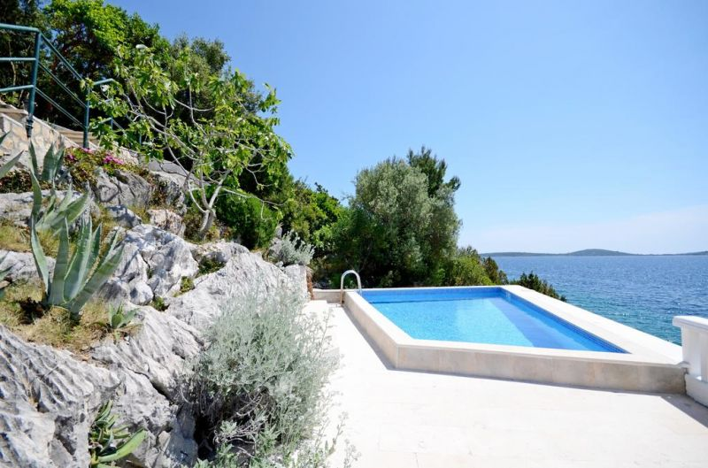 Swimming pool Location House 112576 Trogir