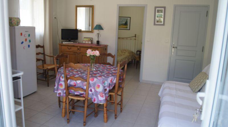 Location Self-catering property 113447 Sainte-Cécile-les-Vignes