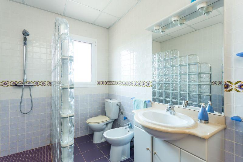 bathroom 1 Location Villa 72356 Sitges