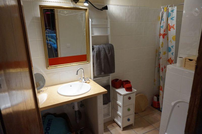 bathroom 2 Location Villa 97736 Benidorm