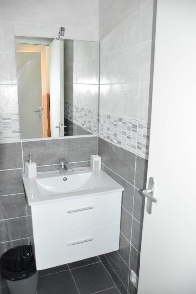 bathroom Location Studio apartment 98176 Port Camargue