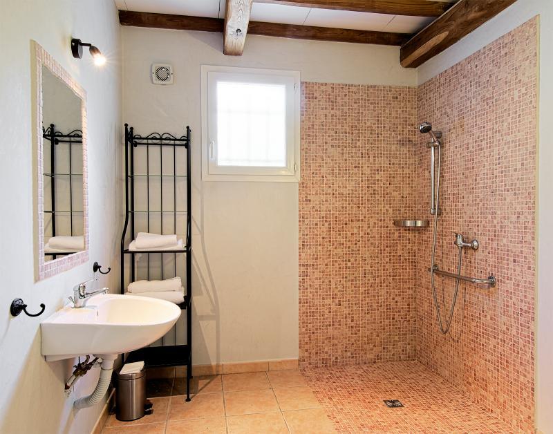 bathroom Location Self-catering property 68063 Uzès