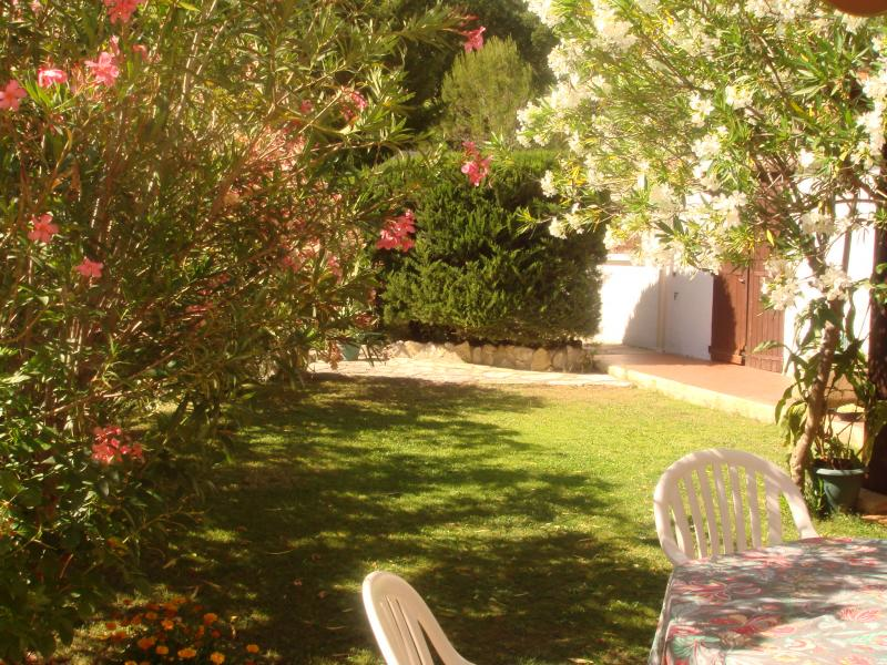 Garden Location Self-catering property 69702 Uzès