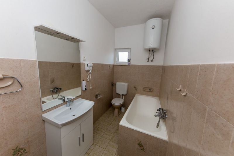 bathroom 1 Location Apartment 114337 Trogir