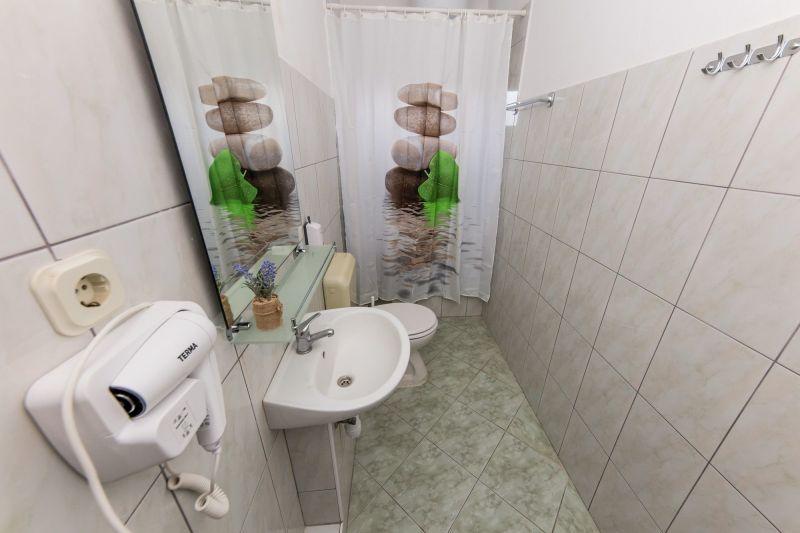 bathroom 2 Location Apartment 114337 Trogir