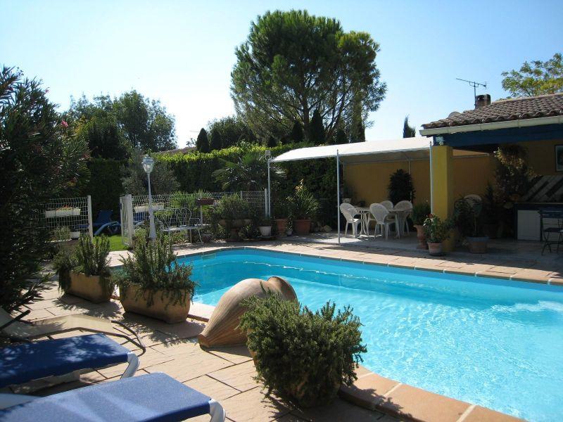 Swimming pool Location Self-catering property 116997 Isle sur la Sorgue