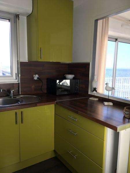 Open-plan kitchen Location Apartment 92826 Luc sur Mer