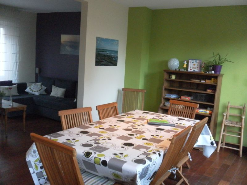 Open-plan kitchen Location Self-catering property 95721 Wimereux