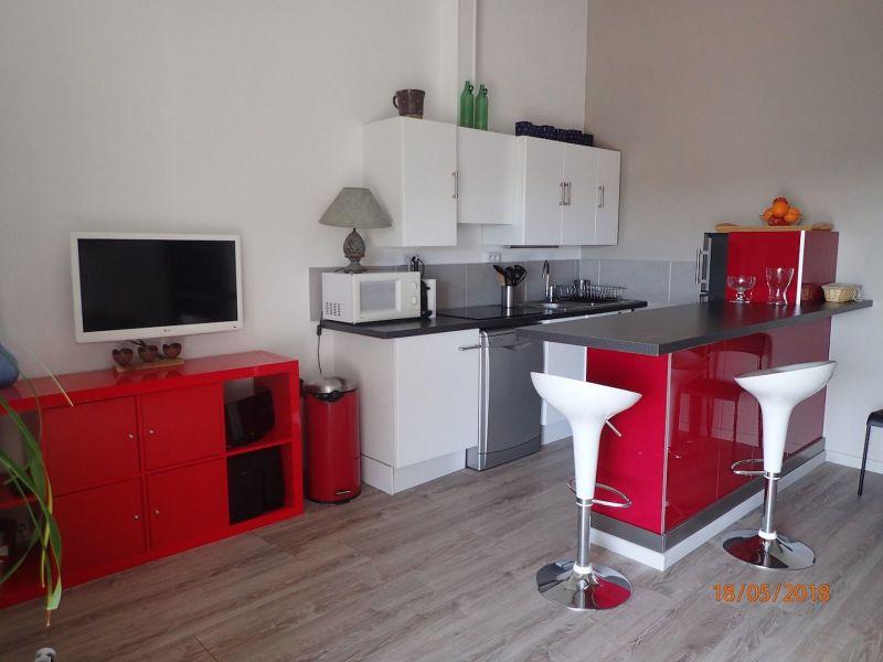 Open-plan kitchen Location House 100590 La Londe les Maures