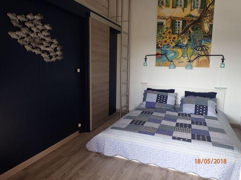 bedroom 1 Location House 100590 La Londe les Maures
