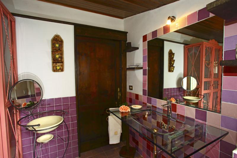 bathroom 1 Location Self-catering property 80622 Gavorrano